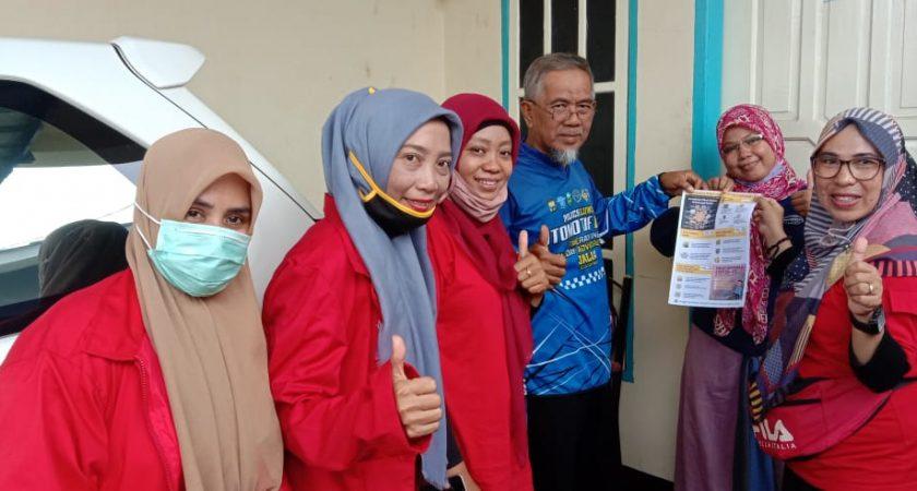 Edukasi Masyarakat Soal Corona, Mahasiswa Stisip Veteran Palopo Bagi-bagi Stiker dan Brosur